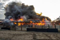 Strandpaviljoen Zwoel in de as na grote brand