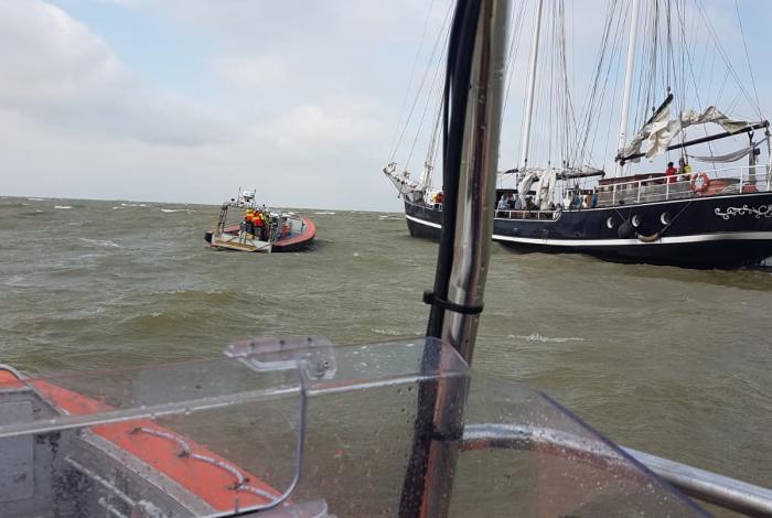 Driemaster aan de grond gelopen op het IJsselmeer