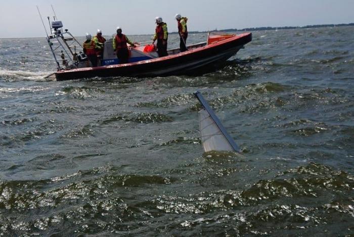 Tieners overvallen door noodweer op IJsselmeer