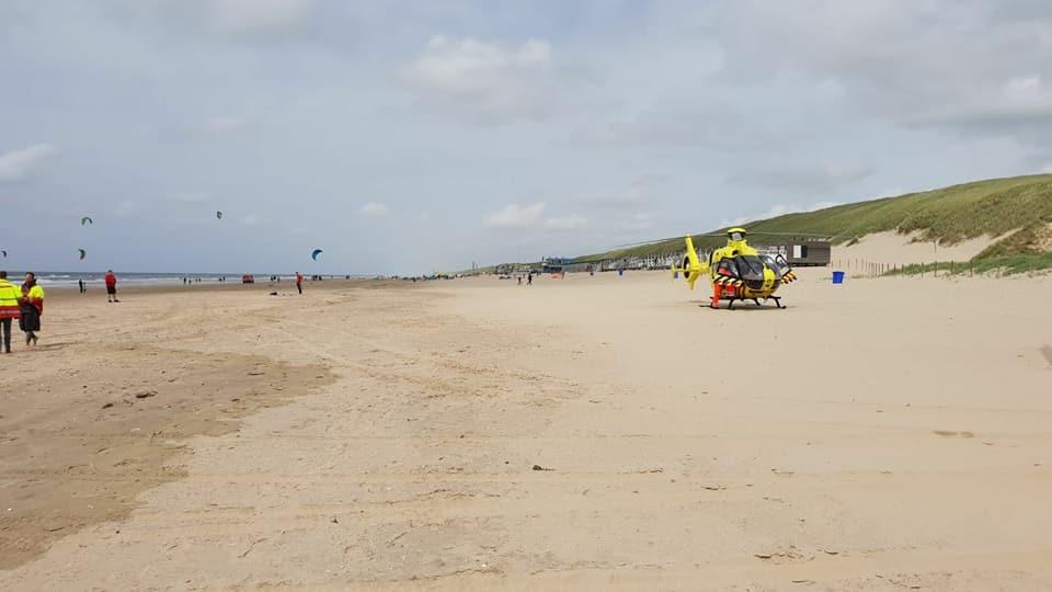 Paraglider en kitesurfer gewond aan zee