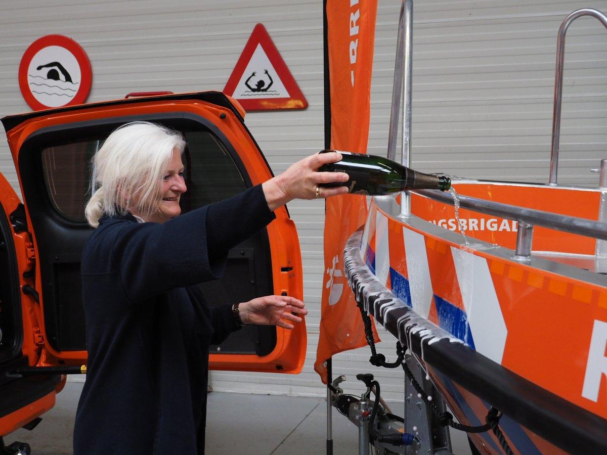 Reddingsbrigade neemt nieuw vaar- en voertuig in ontvangst