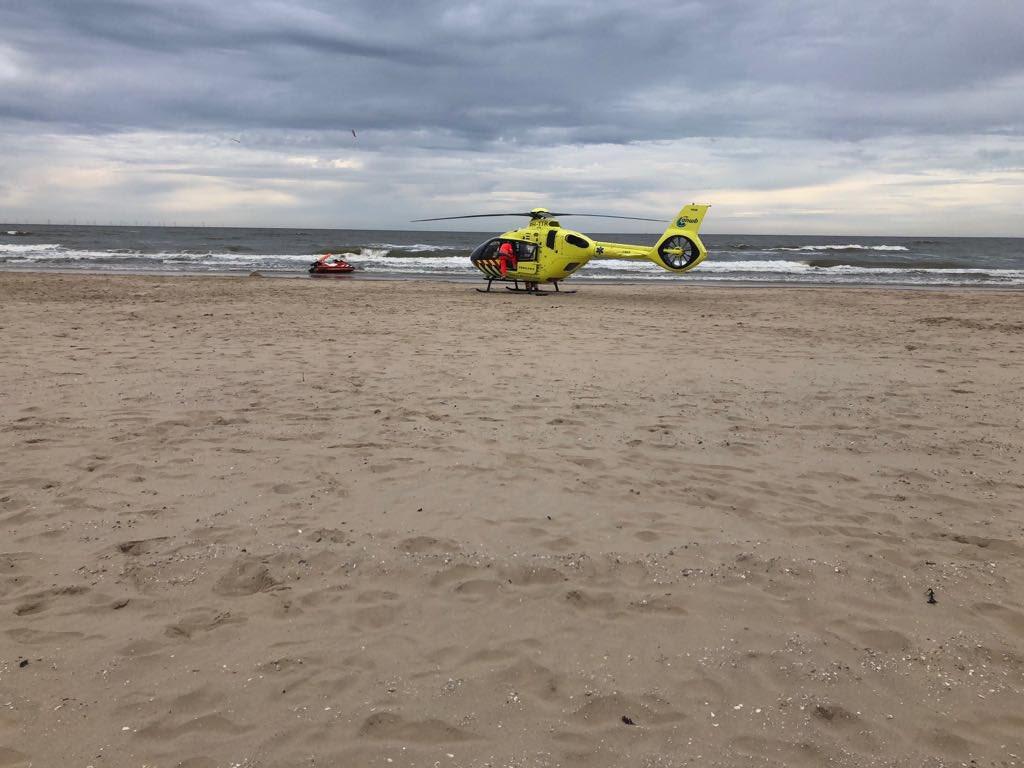 Drenkeling gereanimeerd op strand Schoorl