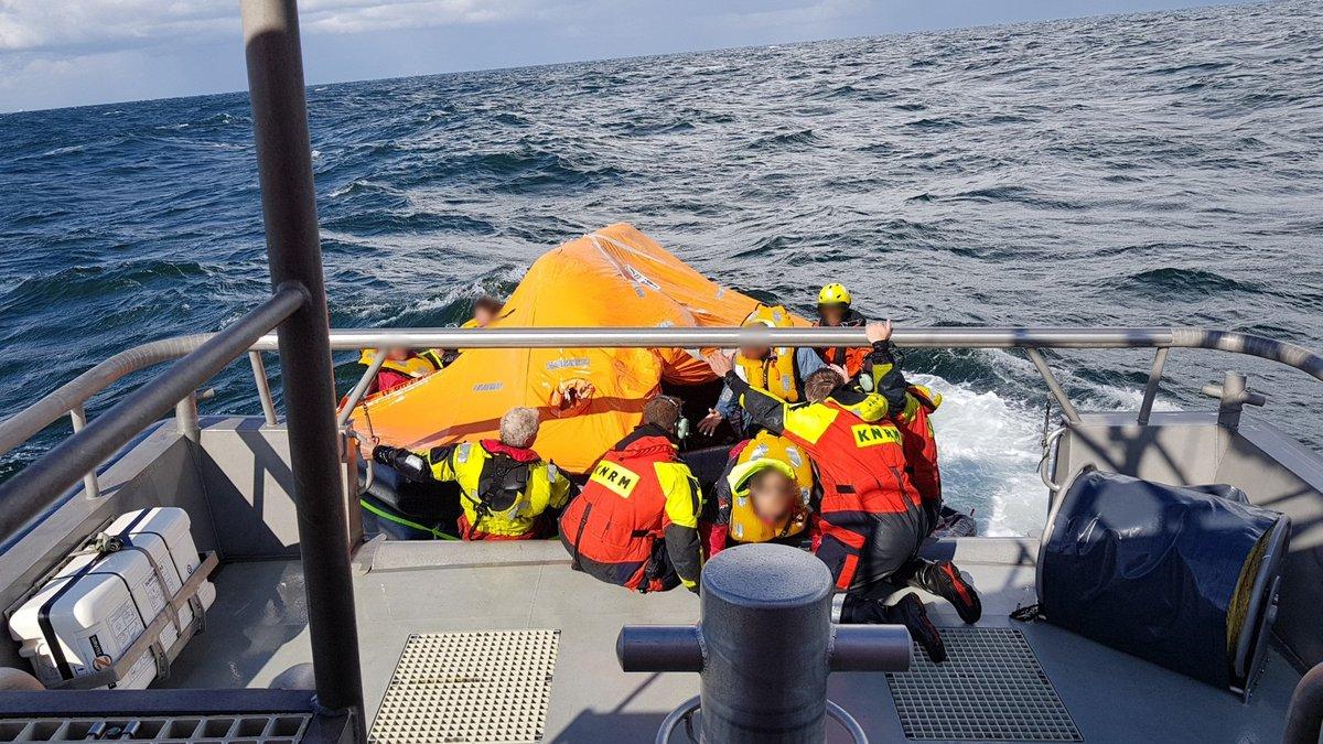 Grootschalige reddingsactie op Noordzee voor zinkend schip