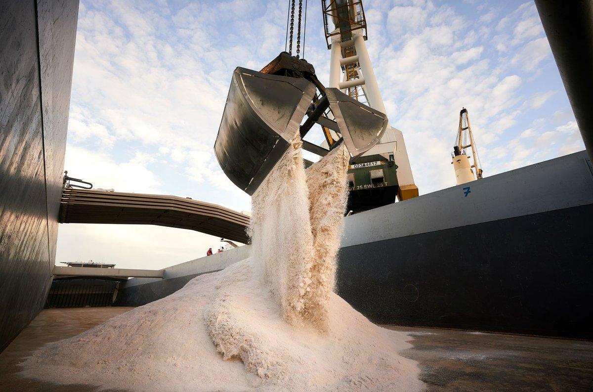 Ocean Pearl levert strooizout voor Nederlandse wegen