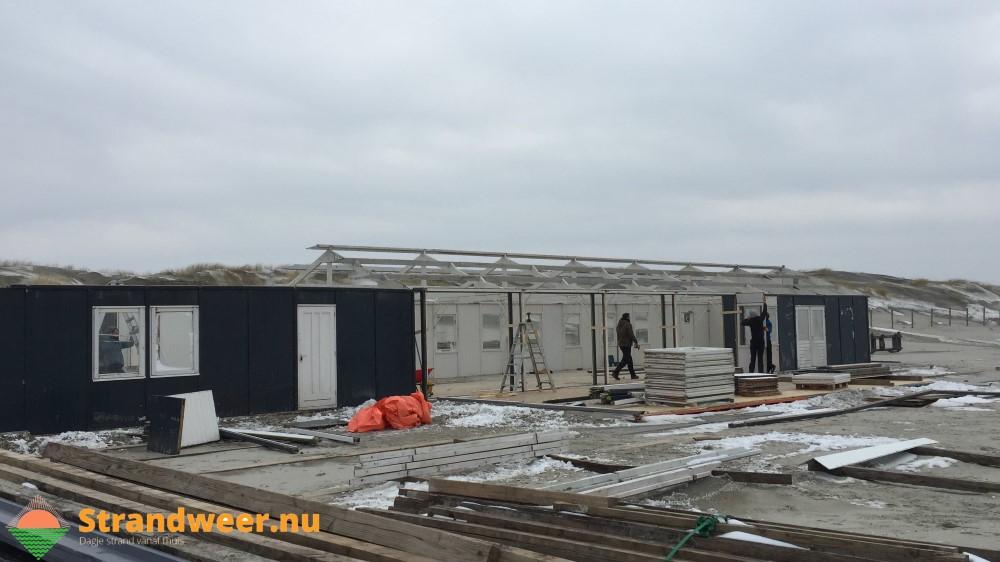 Opbouw Westlandse strandpaviljoens weer begonnen