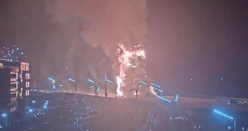 Branden in Scheveningen door vonkenregen vreugdevuur