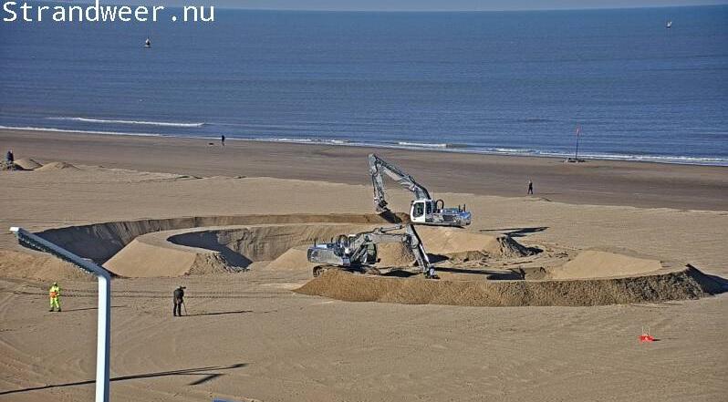Aanleg grote zandringen op strand Scheveningen