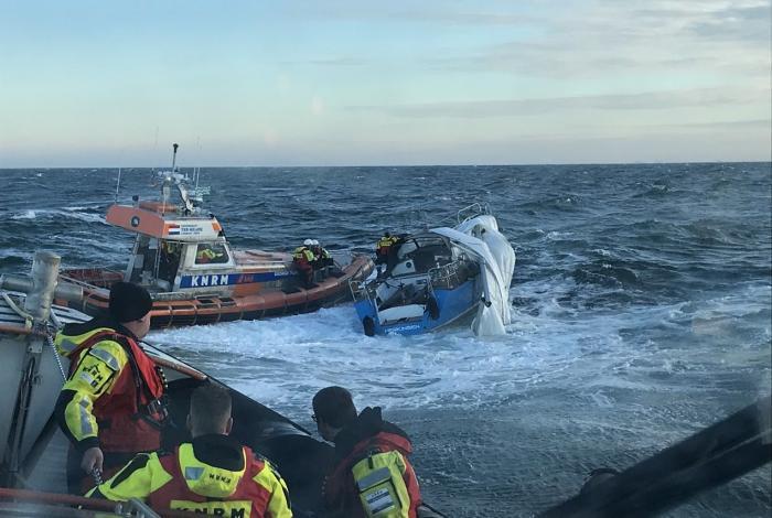 Zeiljacht Jolly Roger breekt mast