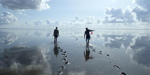 Groot experiment met zand op bodem van Amelander Zeegat