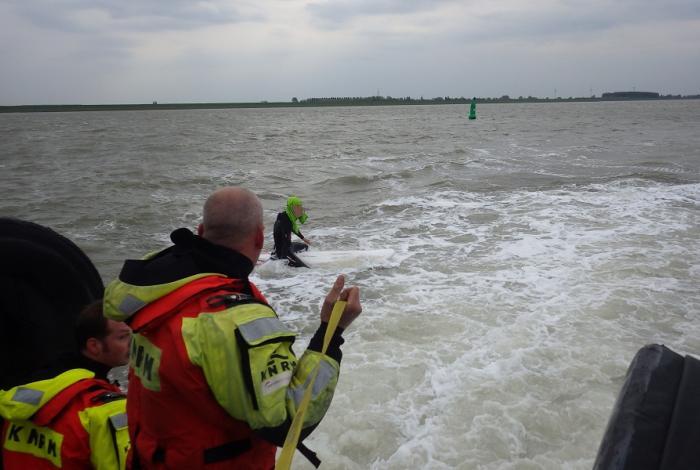 Reddingboot Breskens redt onderkoelde tiener