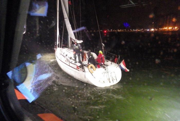 Oversteek Noordzee eindigt met hulp voor Vlissingen