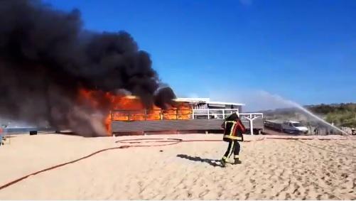 Grote brand legt strandpaviljoen Puur in de as