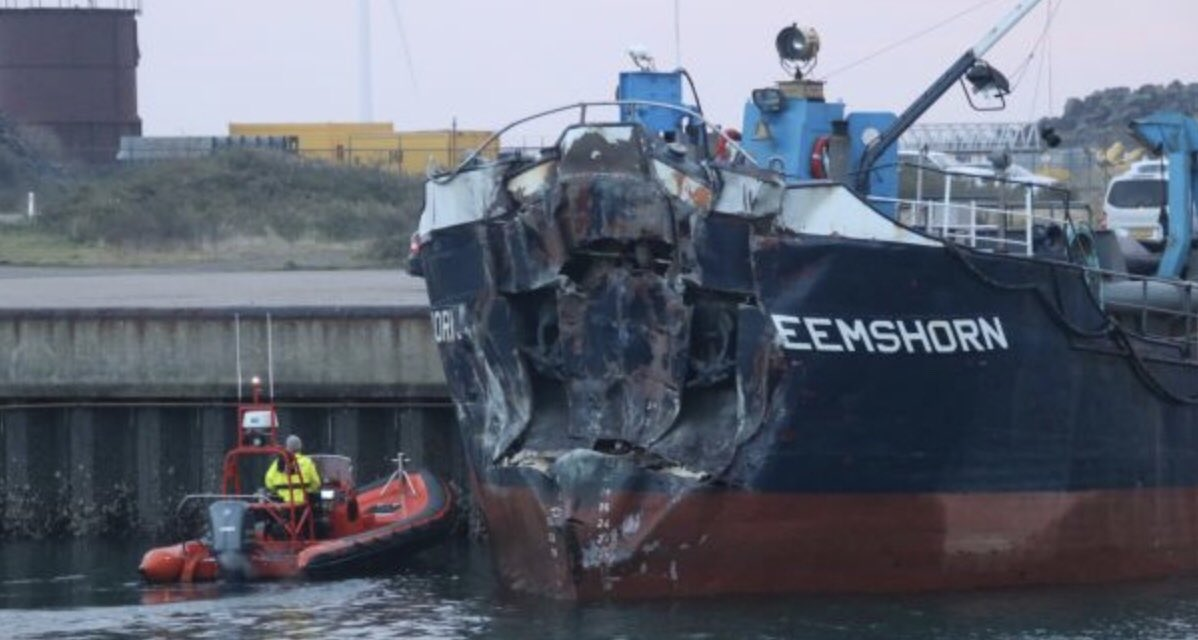 Baggerschip ramt pijler Oosterscheldekering