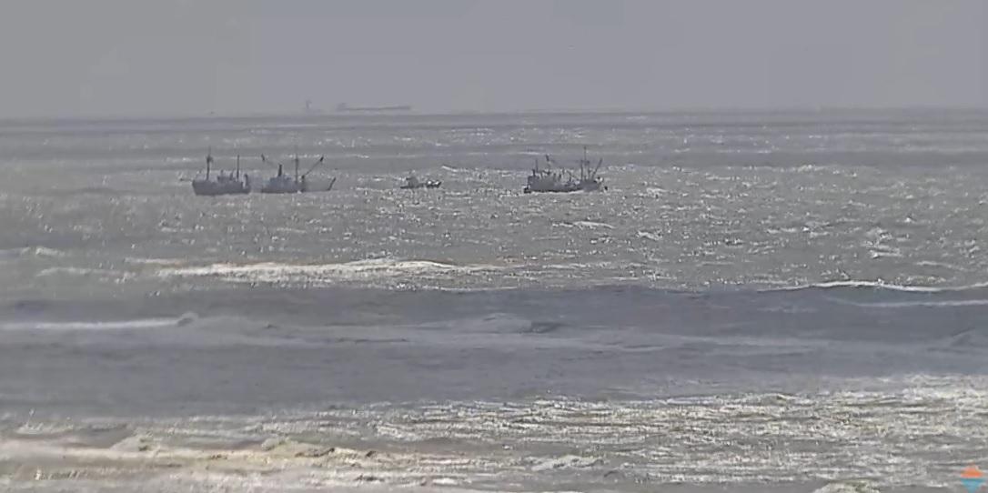 Viskotters lopen vast op zandbank