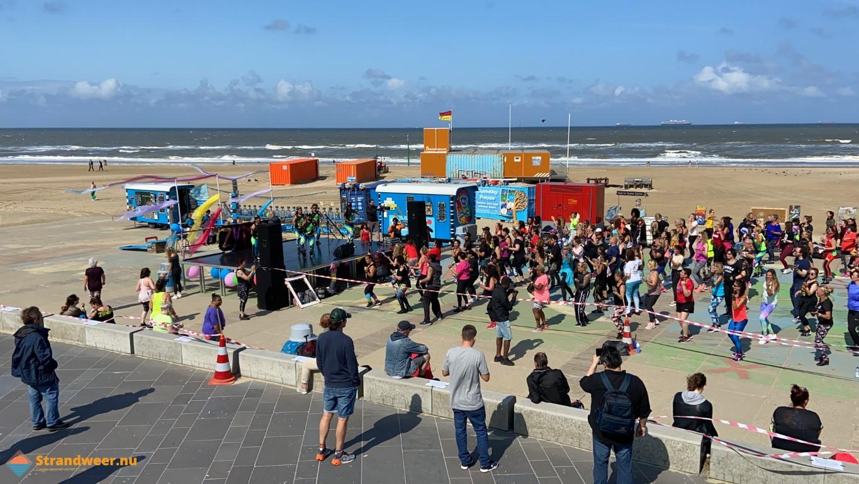 Zumba dansen op het Scheveningse strand
