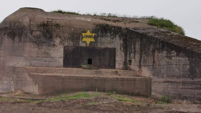 COVID-sterren op bunkers aangebracht