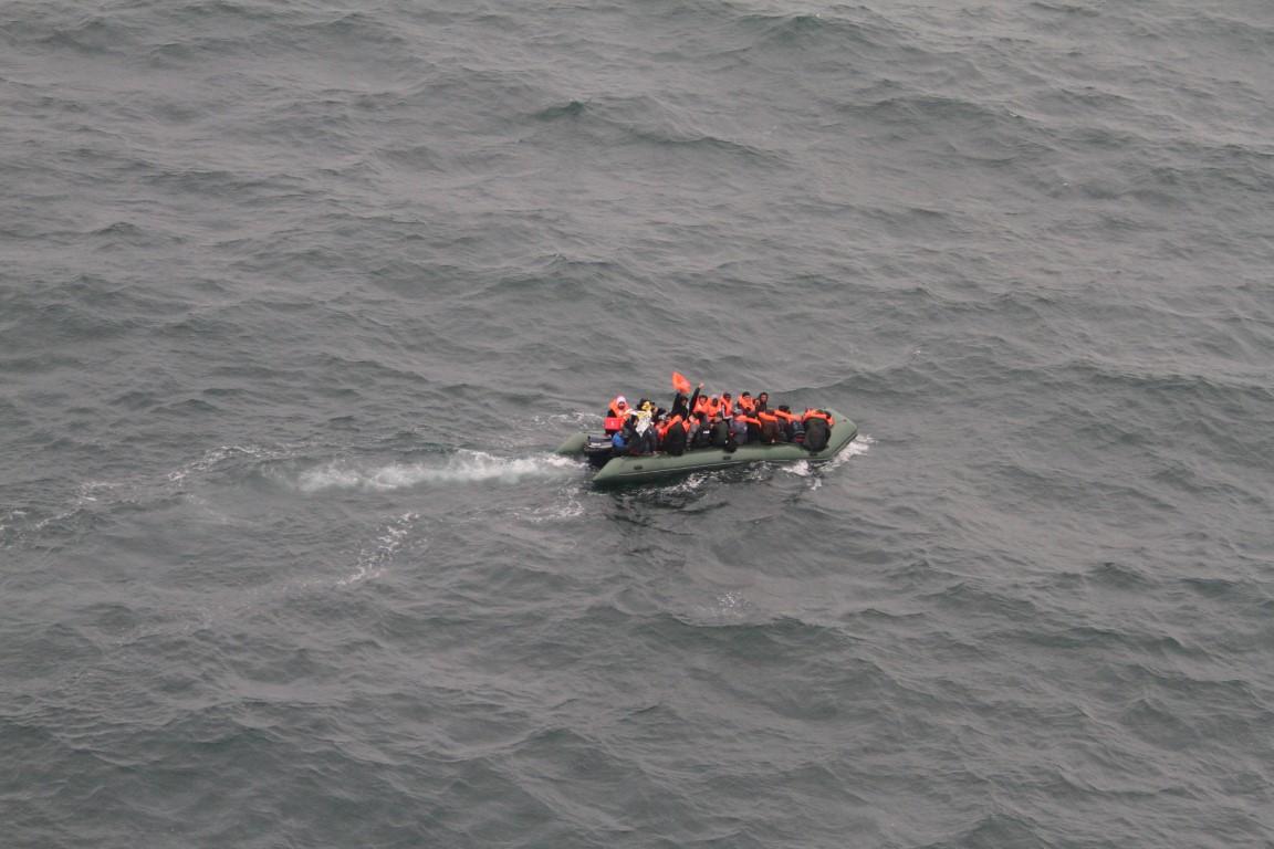 Kustwacht in actie voor bootvluchtelingen