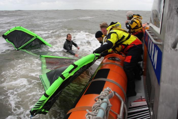 Praktische veiligheidsdag voor kitesurfers