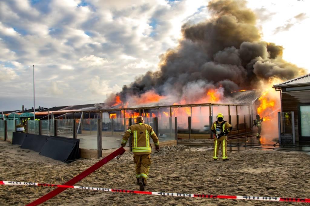 Kortsluiting oorzaak zeer grote brand Hoek van Holland