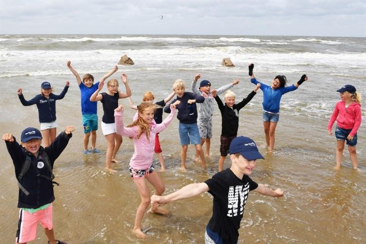 Leerlingen basisschool De Flambouw maken sterkste zandkasteel