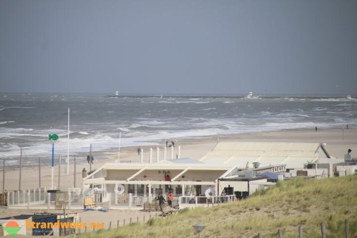 Stormachtige stranddag voor 5 oktober