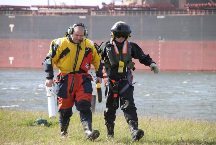 AED redt leven op zee