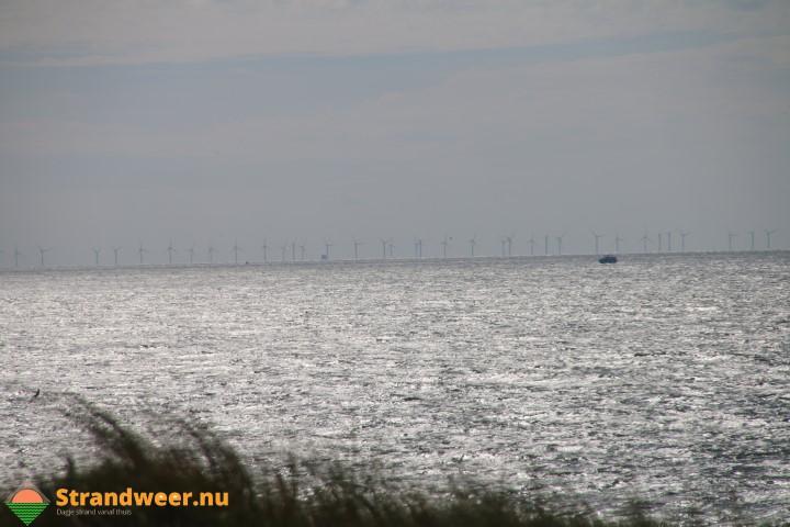 Schip op ramkoers naar windmolenpark