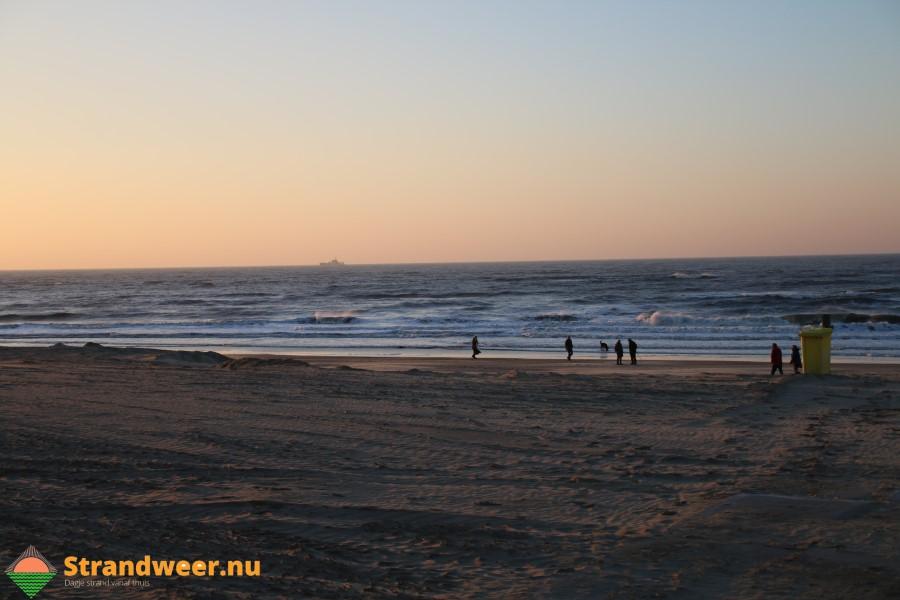 Meetframes geplaatst voor kustonderzoek bij Noordwijk