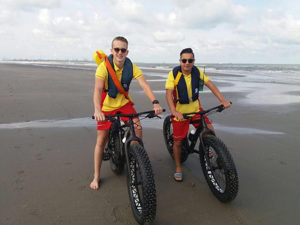 Lifeguards maken gebruik van strandfietsen