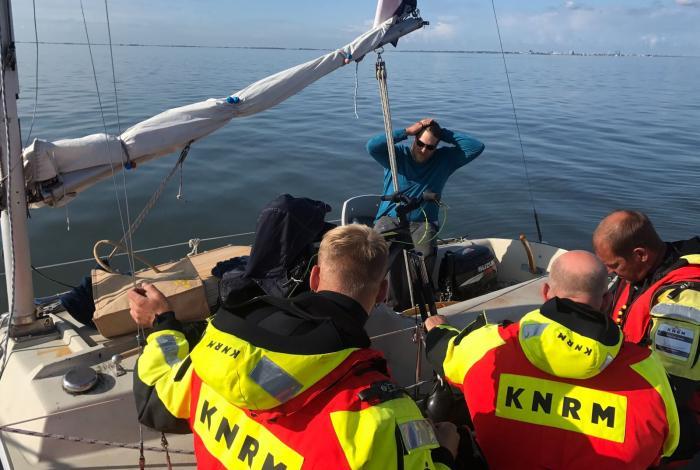 Reddingboot Cornelis Dito zoekt verlaten zeiljacht