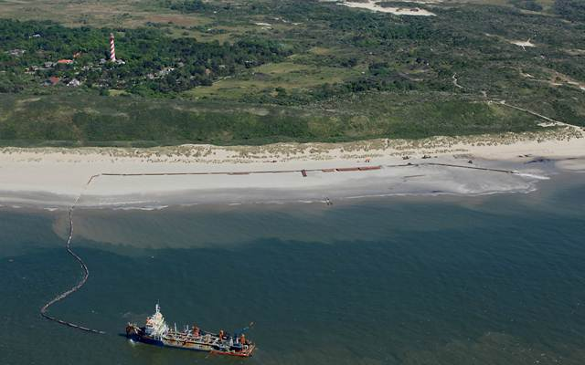 Zandsuppleties Waddeneilanden deels stilgelegd