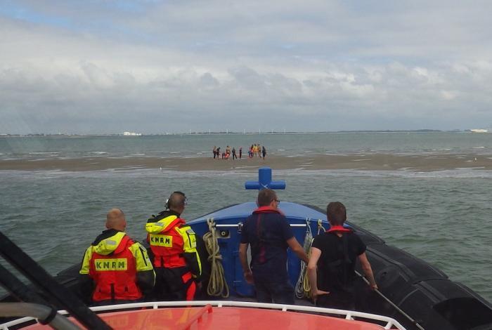 Dertien zwemmers ingesloten op zandbank