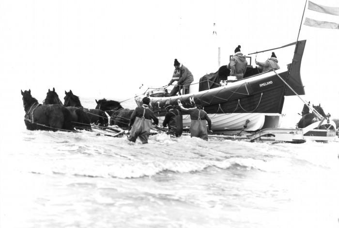 KNRM herdenkt ramp met de paardenreddingboot