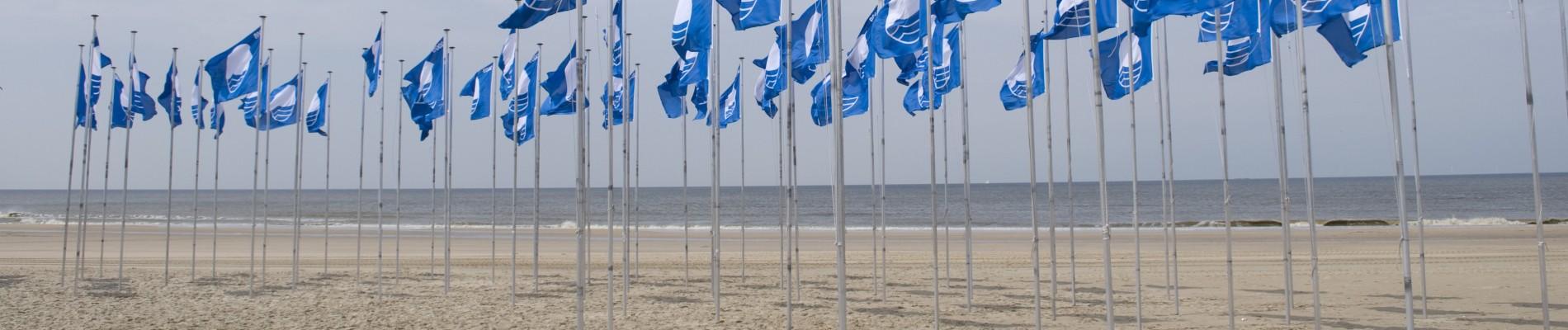 Blauwe vlag wappert op Schouwen Duiveland