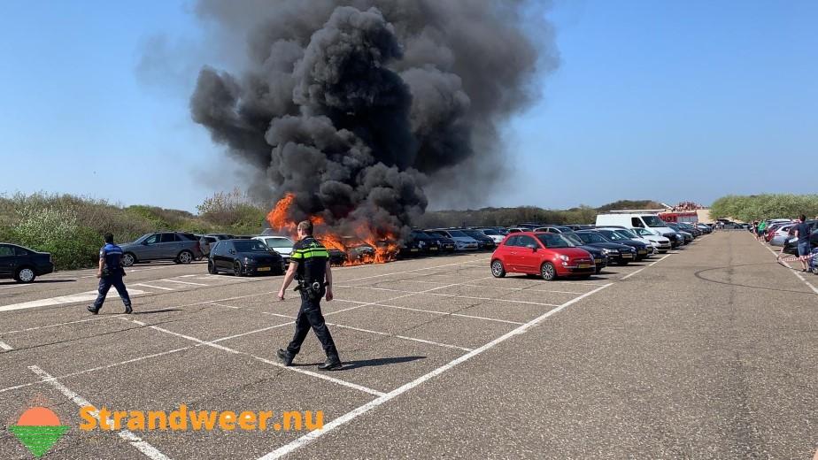 Flinke autobrand op Hoekse Badweg