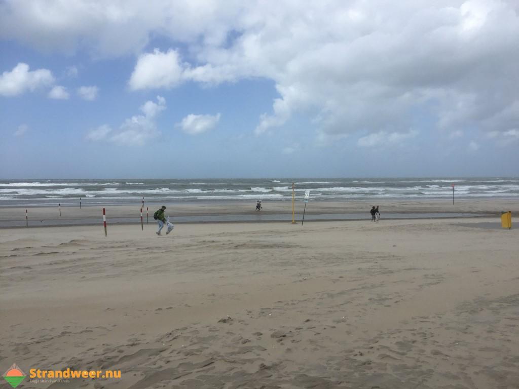 Ruim 2500 peuken tussen Hoekse en Monsterse strand