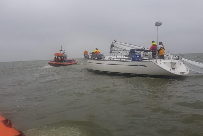 Mast breek af op het IJsselmeer