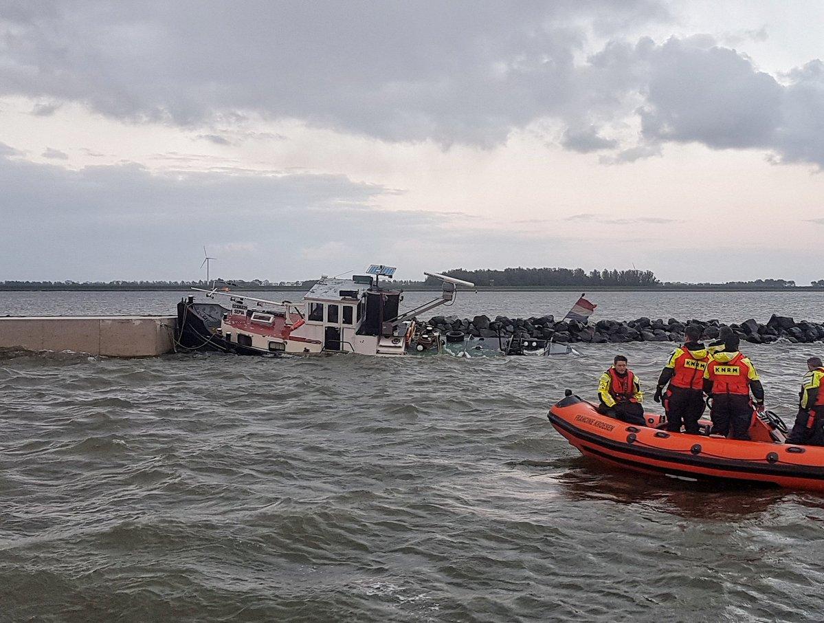 Duwboot zinkende op het IJsselmeer