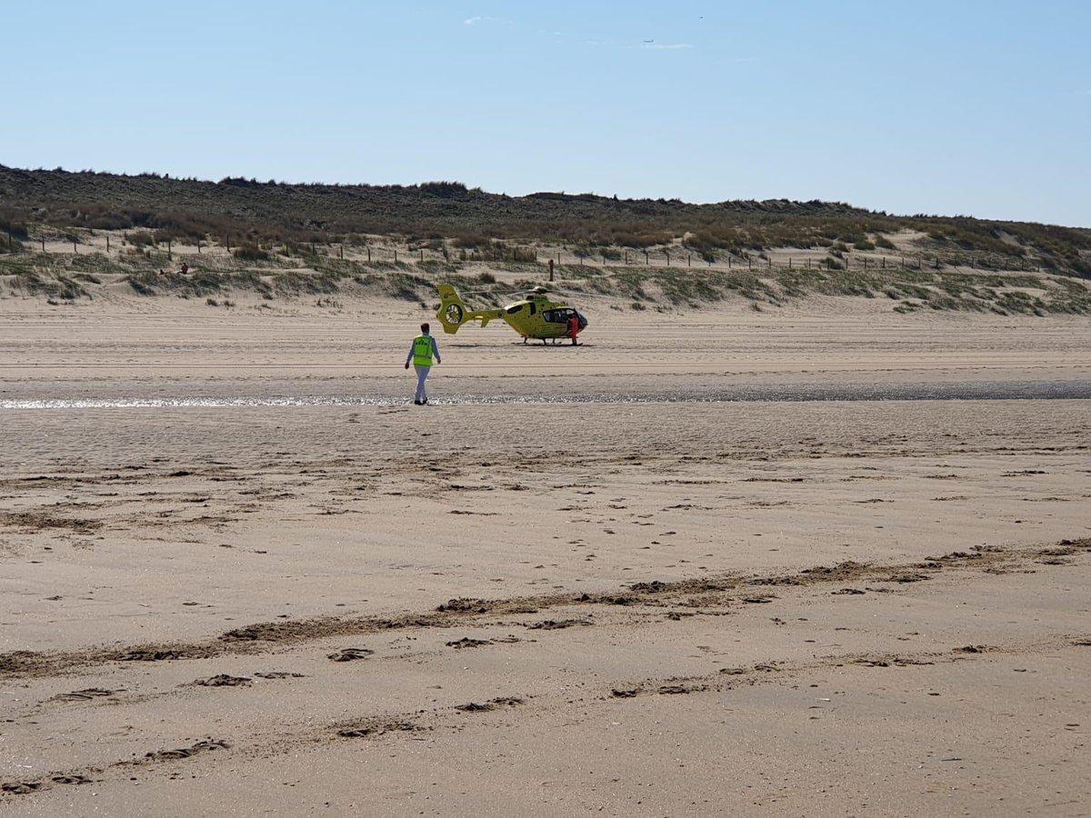 Visser onwel op strand Noordwijk