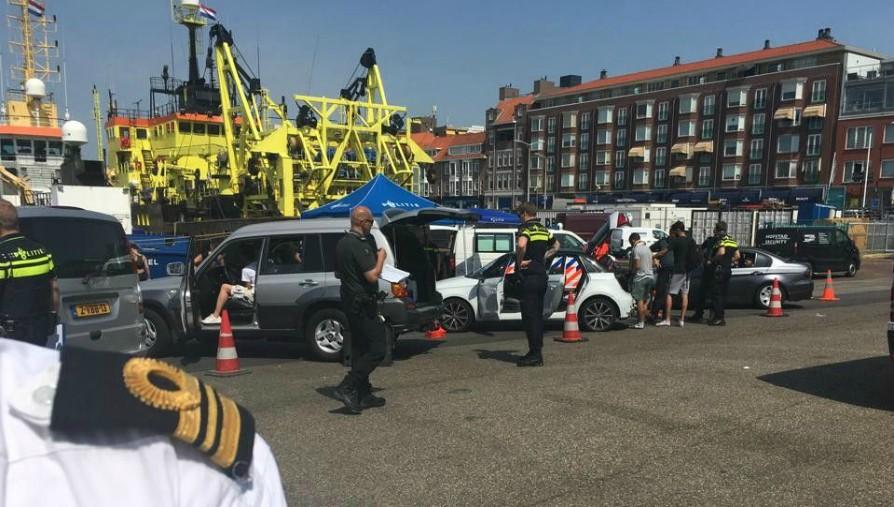 Scheepvaartcontrole in Scheveningse haven