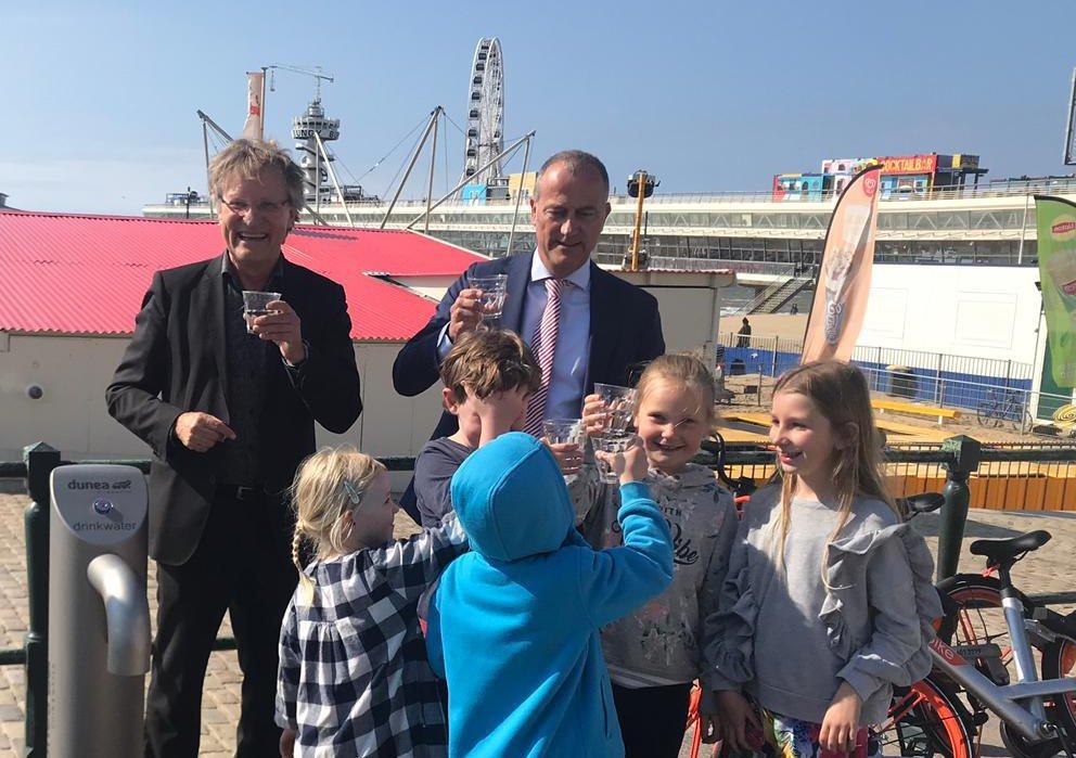 Dunea opent tapkranen op boulevard Scheveningen