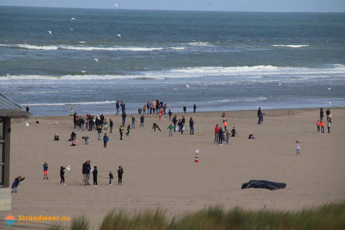 Geslaagd vliegerfestijn bij strand Molenslag