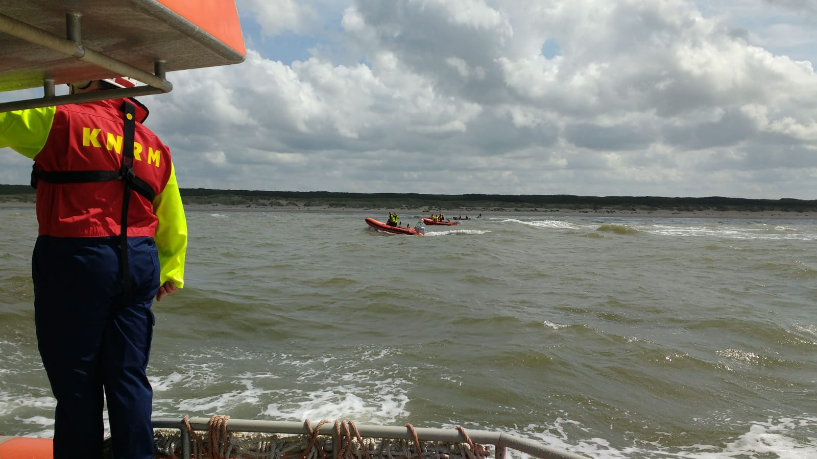 Grote zoekactie naar zwemmer bij Wassenaarseslag