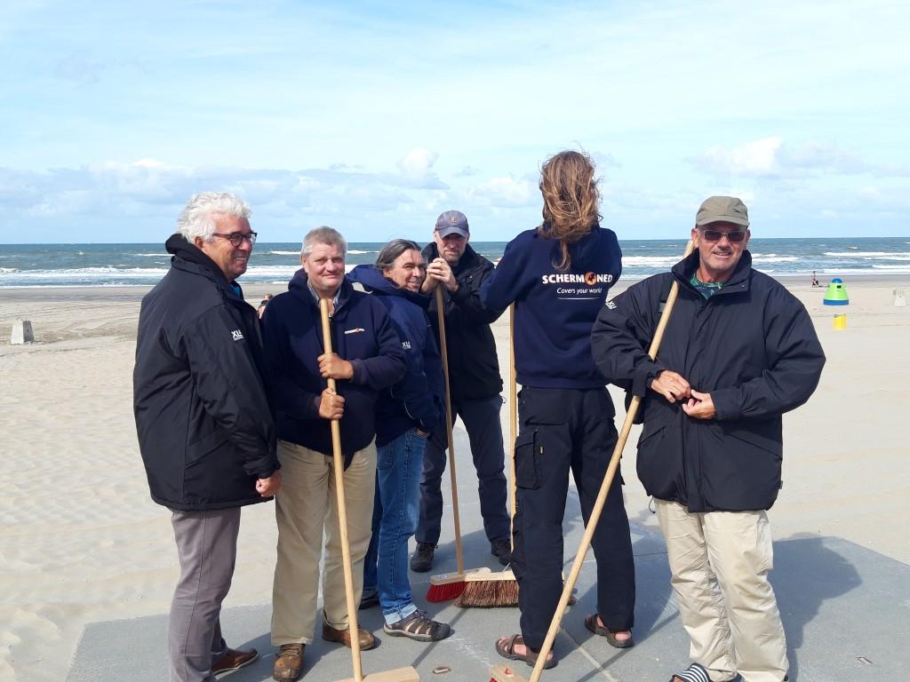 Beursvloer zorgt voor gulle giften aan stoere strandvegers