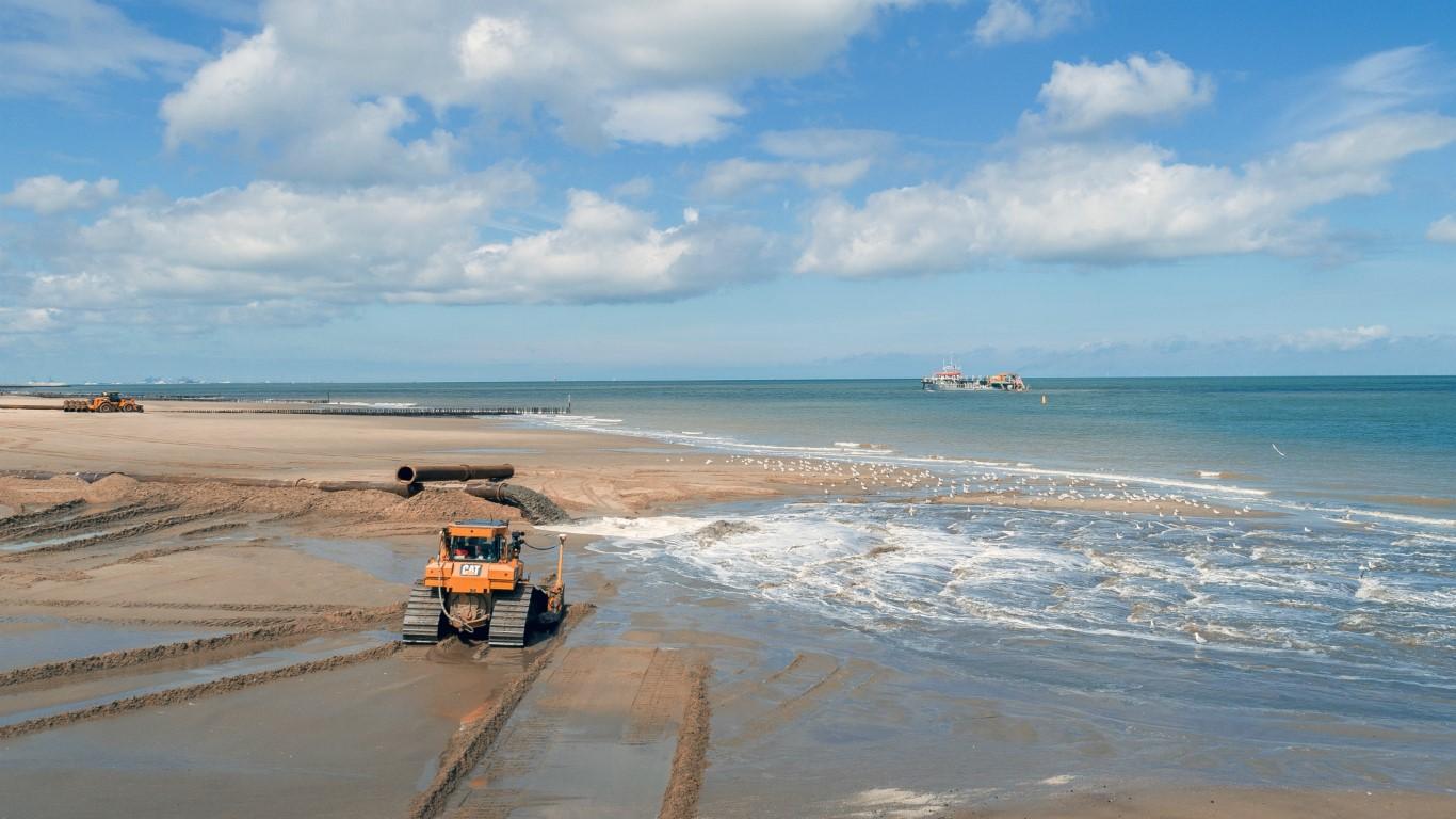 Onderhoud aan de kust bij West-Zeeuws-Vlaanderen