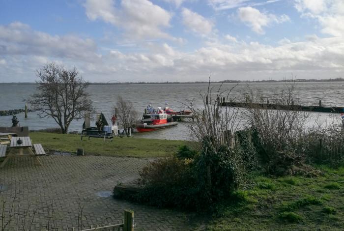 Onderkoelde kajakker gered uit het IJmeer