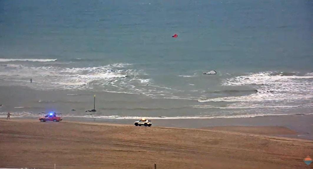 Drietal kitesurfers in de problemen op zee