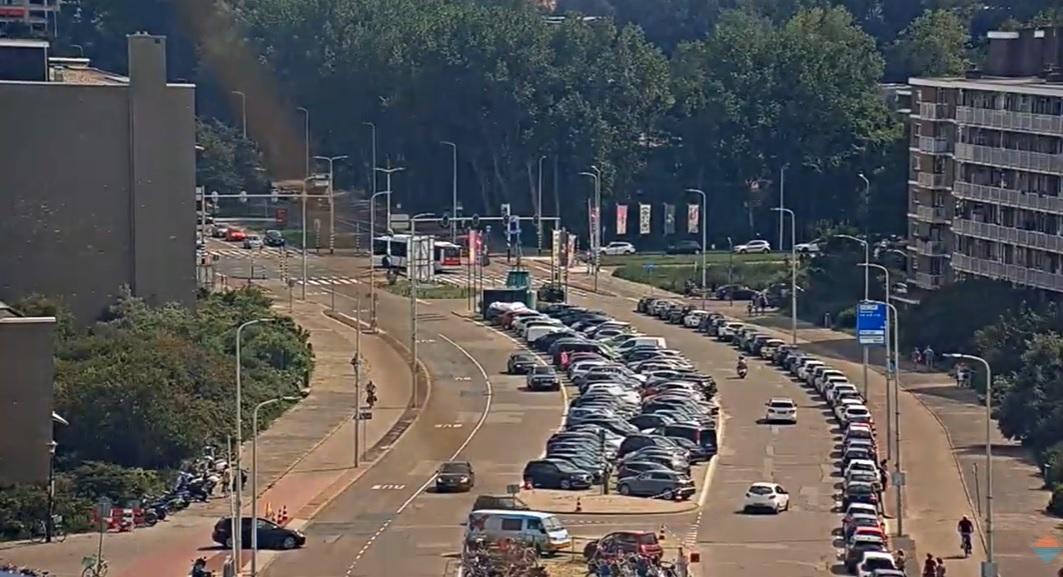 Getuigen gezocht geweld tegen verkeersregelaar en handhaver
