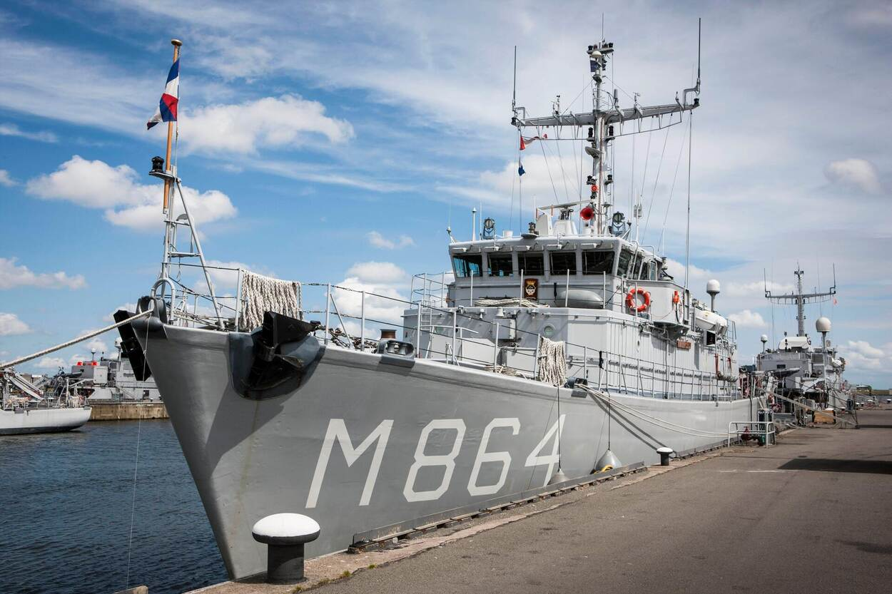 Marine op bommenjacht Noordzee