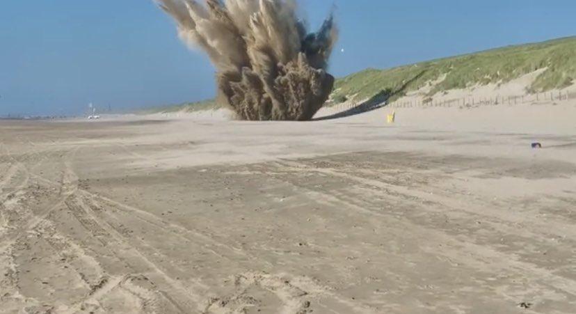 Vliegtuigbom ontploft op strand Noordwijk